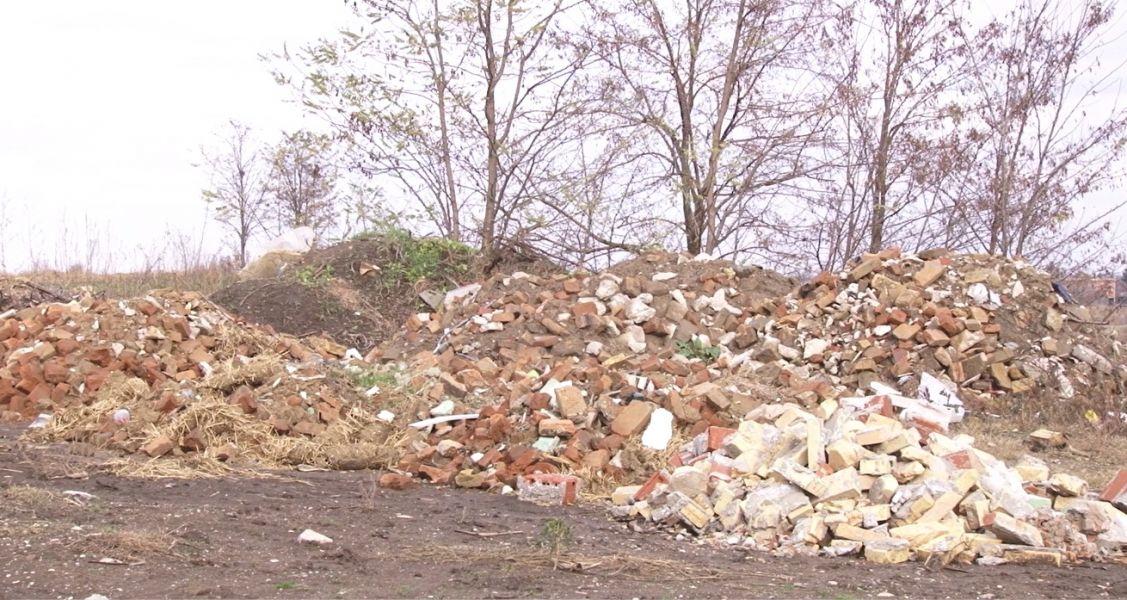 KOMUNALAC čisti divlje deponije, nesavesni pojedinci ponovo odlažu otpad