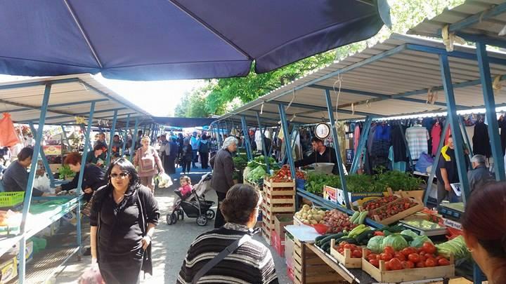 INICIJATIVA: Bolji uslovi prodavcima koji prodaju suhomesnato na inđijskoj pijaci