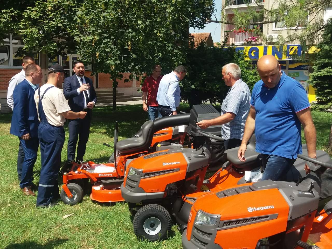 OPŠTINA donirala fudbalskim klubovima mašine za košenje terena