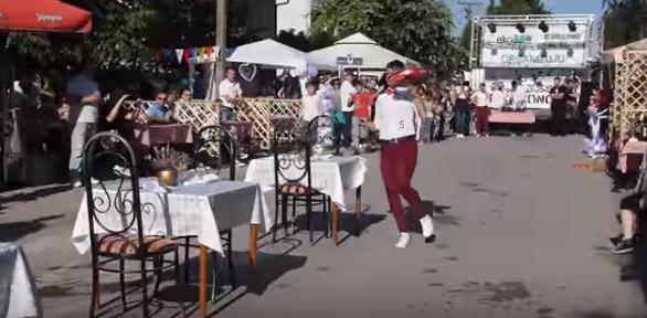 NESVAKIDAŠNJE:  Četvrta TRKA KONOBARA u nedelju u Novim Banovcima