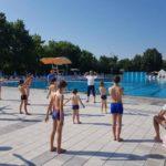 ŠKOLA PLIVANJA: Na gradskom bazenu u Inđiji obuka za najmlađe