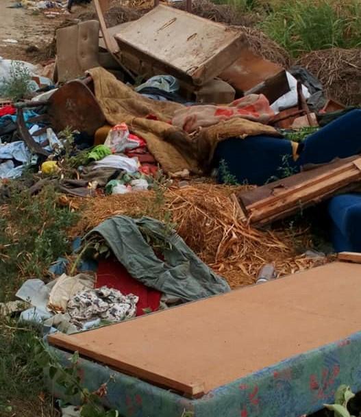 Komunalac čisti, nesavesni pojedinci prave deponiju u Novom Slankamenu