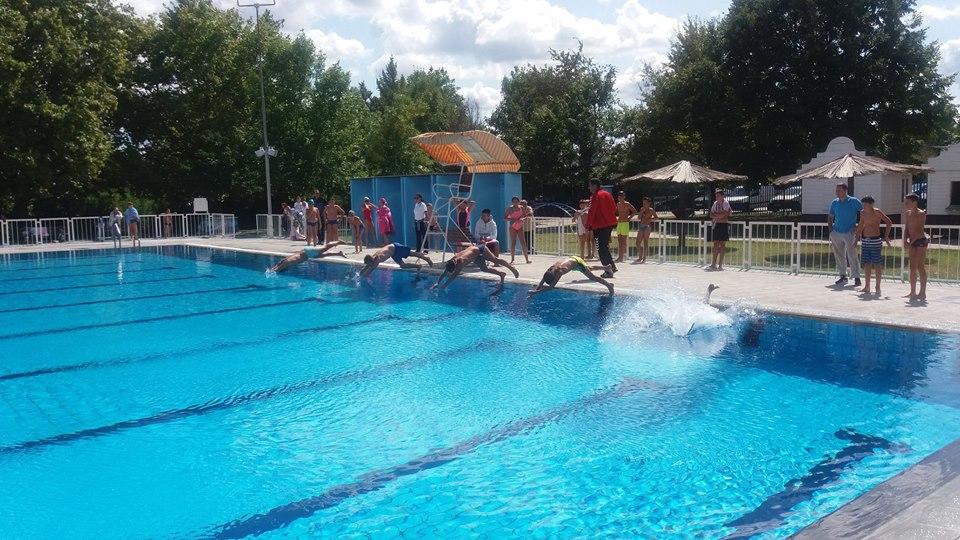 ĐACI SPREMITE SE: Takmičenje u plivanju 4. septembra u Inđiji