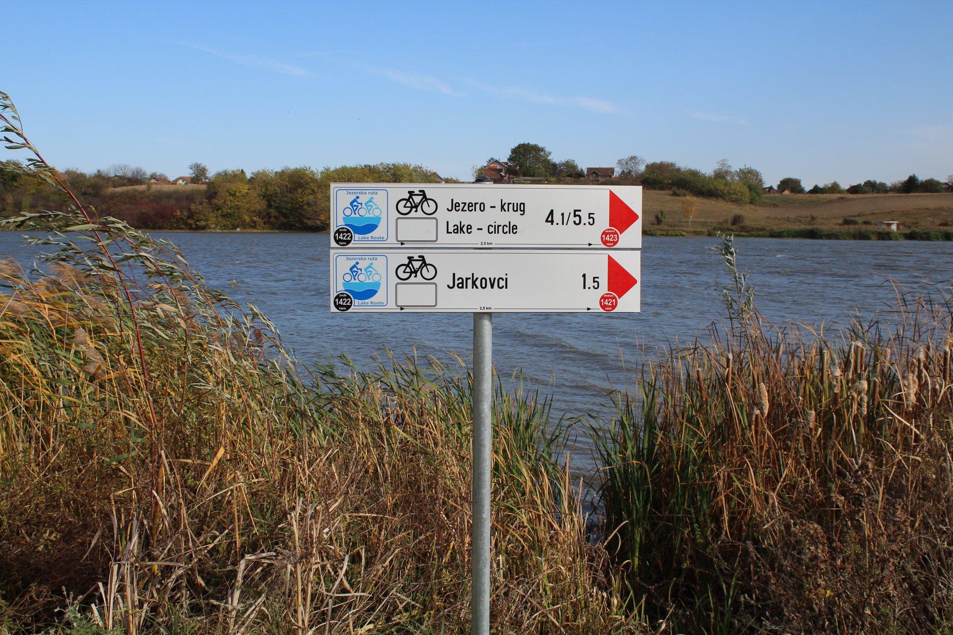 POSTAVLJENI ZNAKOVI: Obilazak jezera u Sremu biciklom
