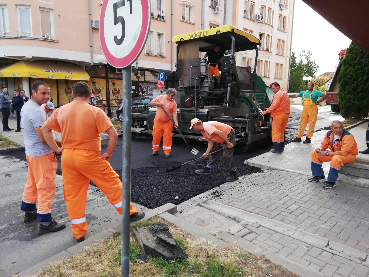 Novi asfalt u delu Svetosavske ulice u Inđiji