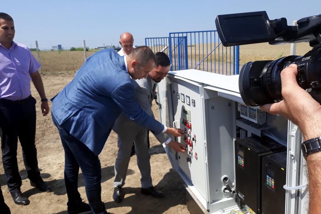 Pokrajinski sekretar dr Vuk Radojević posetio Inđiju-pušteni novi bunari u rad