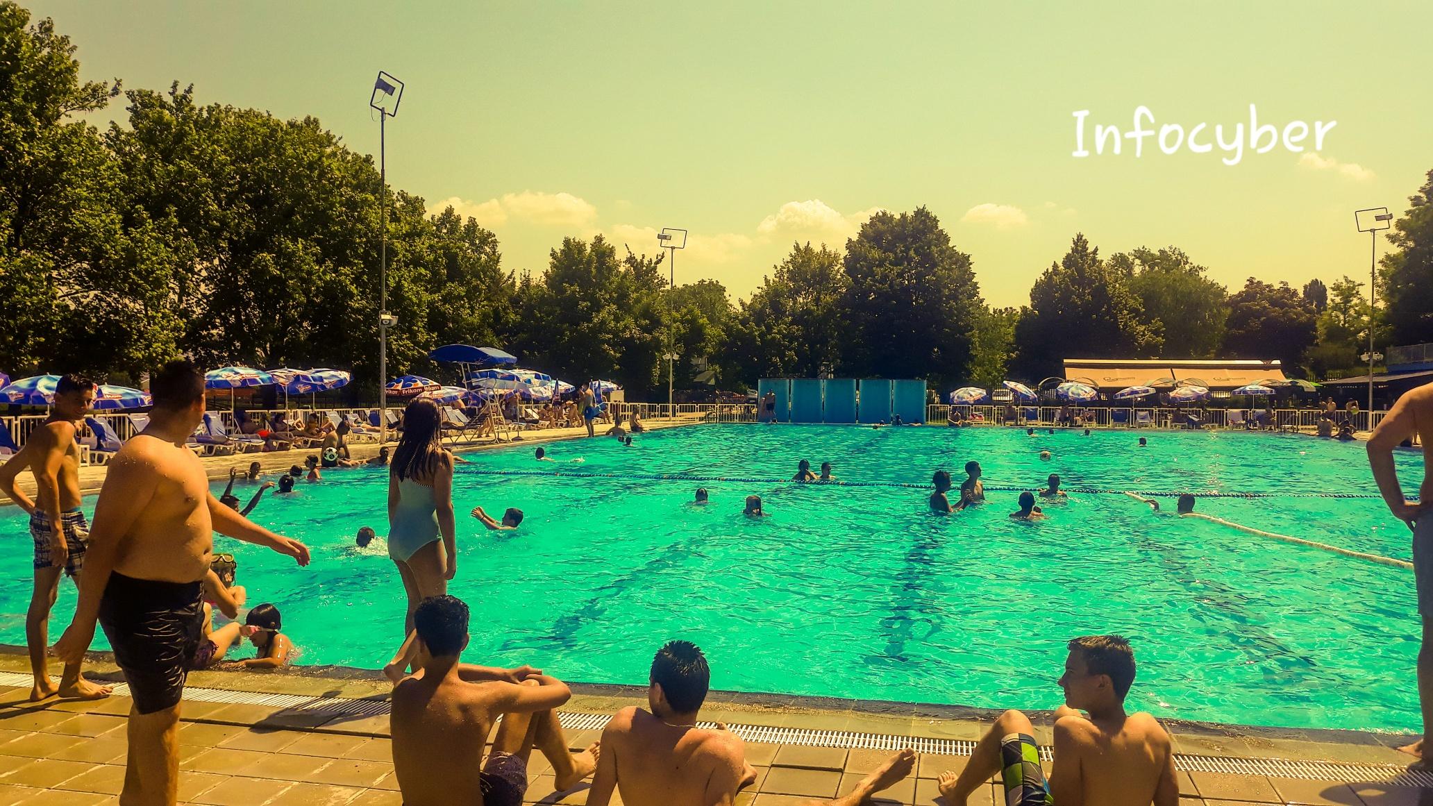 BAZEN OBARA REKORD: 35 hiljada poseta od početka sezone kupanja u Inđiji