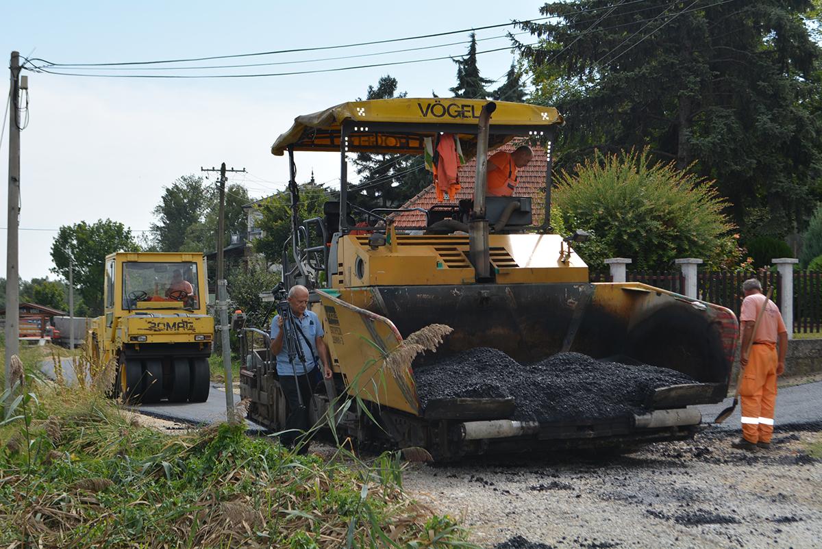 ASFALTIRANJE: Za mesec i po dana se završava projekat-mehanizacija se vraća u pojedina sela