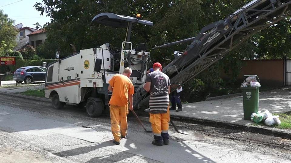 RADNO I U PAZOVI: Sanira se asfalt u pojedinim ulicama