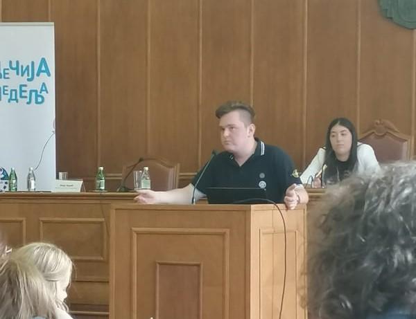 UČENIČKI PARLAMENT: Đaci održali sednicu u Narodnoj skupštini Srbije
