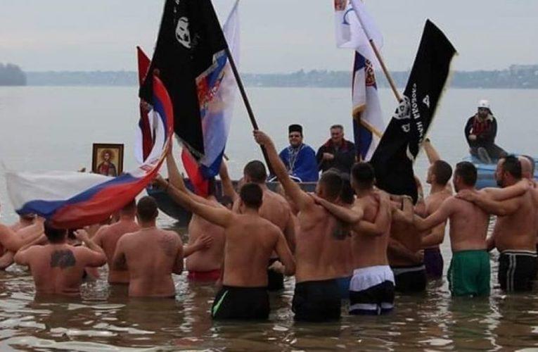 Mladić iz Starih Banovaca prvi do Časnog krsta, plivalo i pet devojaka