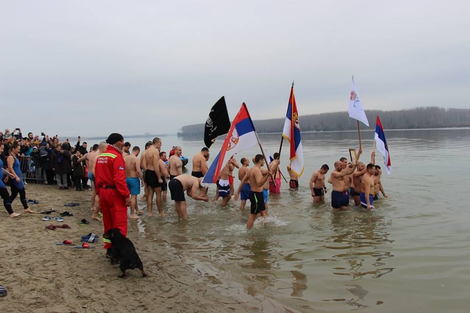 BOGOJAVLJENSKO Plivanje za Časni krst u Starim Banovcima