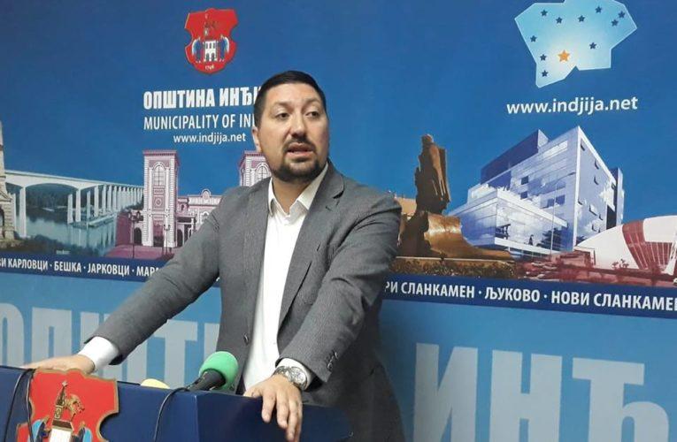 Najoštrije osuđujem vandalski napad na sedište Hrvatskog društva u Novom Slankamenu poručio predsednik Gak