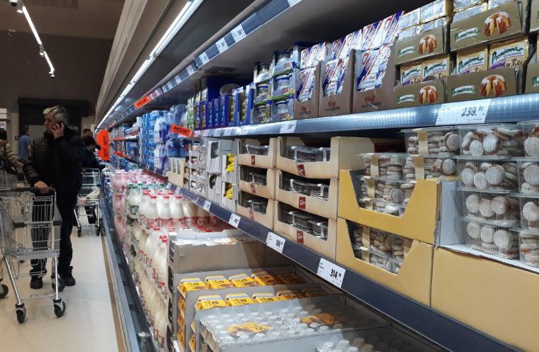 U Inđiji od danas ulaz u prodavnice prehrambenih proizvoda samo sa maskom