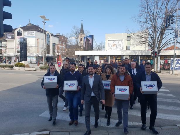 Predsednik Gak i Srpska napredna stranka prvi predali listu za izbore u Inđiji