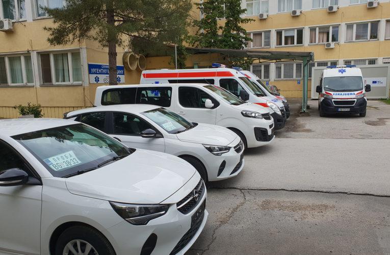 Dom zdravlja u Inđiji dobio kombi, sanitet i dva automobila