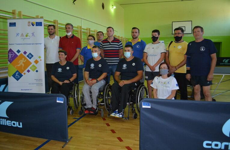 BATEZ POSETIO INĐIJU: Organizovan stonoteniski meč za osobe sa invaliditetom