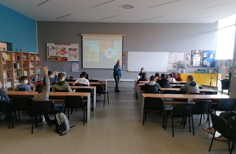 "PO PRVI PUT U INĐIJI ""Mali dron piloti""- edukativne radionice za đake"