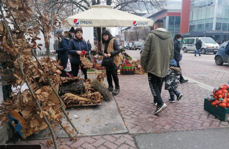 Pravoslavni vernici danas obeležavaju Badnji dan