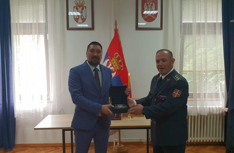Predsedniku Gaku uručena plaketa za saradnju sa jedinicom Vojin Vojske Republike Srbije