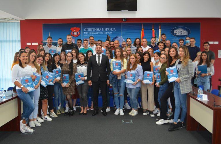 BUDUĆNOST INĐIJE: Za 107 najboljih studenata po 18.000 dinara mesečno