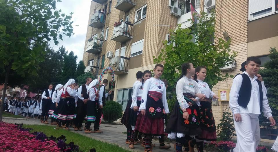 NOVI BANOVCI: Mladi folkloraši iz Vojvodine prodefilovaće centrom sela