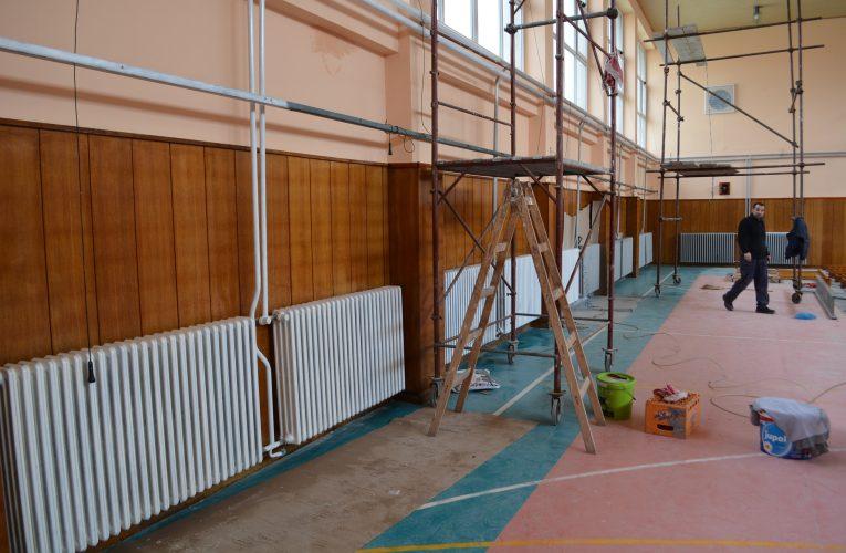 Školska sala u Krčedinu uskoro dobija novi sjaj