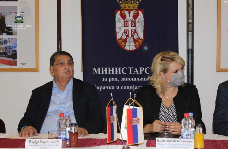 U STAROJ PAZOVI: Ministarka Kisić uručila ugovore za samozapošljavanje i teže zapošljiva lica