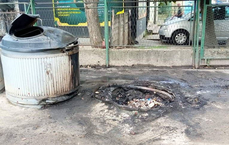 STARA PAZOVA: Neodgovorni pojedinci zapalili kontejner na pijaci